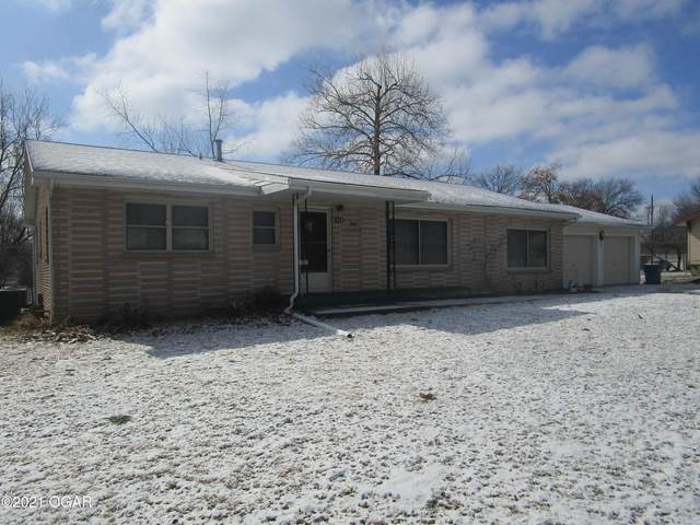914 E Southern Hills Avenue, Carthage, MO 64836 (MLS #210675) :: Davidson Group