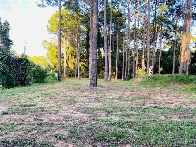 3137 Duke Dr, Gulf Breeze, FL 32563 (MLS #577442) :: Coldwell Banker Coastal Realty