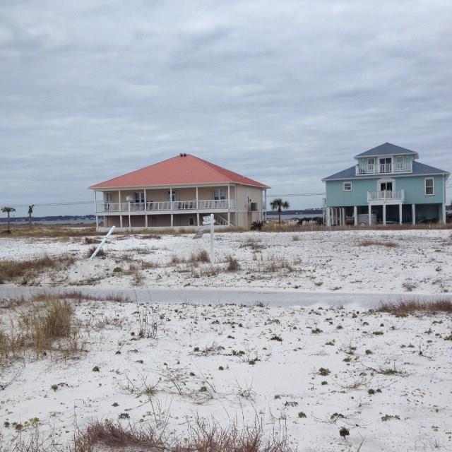 8046 Gulf Blvd, Navarre Beach, FL 32566 (MLS #493748) :: Levin Rinke Realty