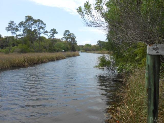 Avenida De Soto, Navarre, FL 32566 (MLS #516571) :: Levin Rinke Realty