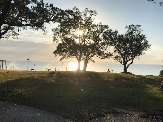 1511 Bayshore Ln, Pensacola, FL 32507 (MLS #530754) :: Coldwell Banker Seaside Realty