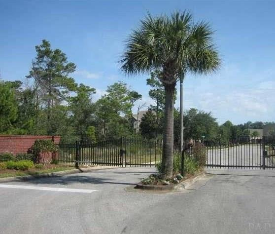 10 Manor Cir, Gulf Breeze, FL 32563 (MLS #550240) :: ResortQuest Real Estate