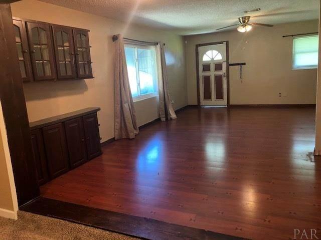 7851 Castlegate Dr, Pensacola, FL 32534 (MLS #574248) :: Coldwell Banker Coastal Realty