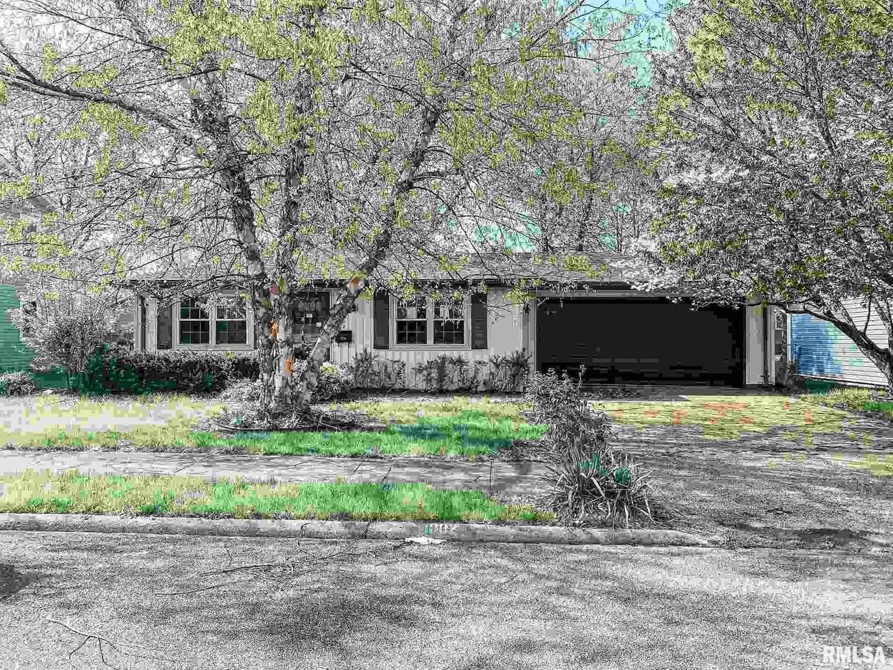 1002 Eisenhower Drive - Photo 1