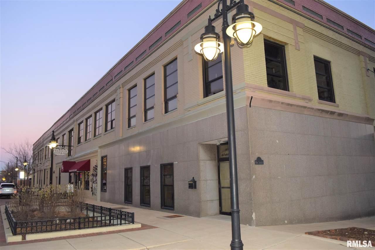 736 Washington Street - Photo 1