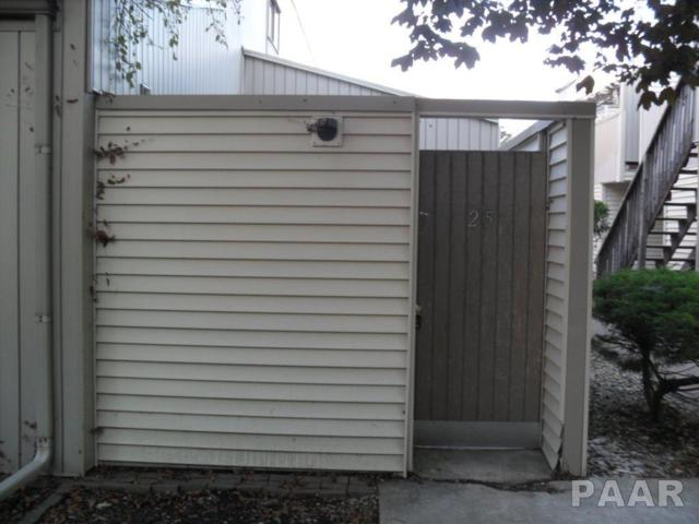 6831 N Frostwood Parkway #25, Peoria, IL 61615 (#1187337) :: Adam Merrick Real Estate