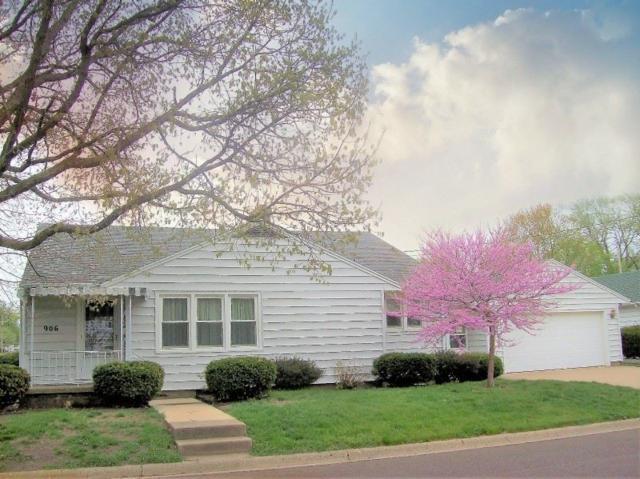 906 N 12TH, Pekin, IL 61554 (#1193989) :: Adam Merrick Real Estate
