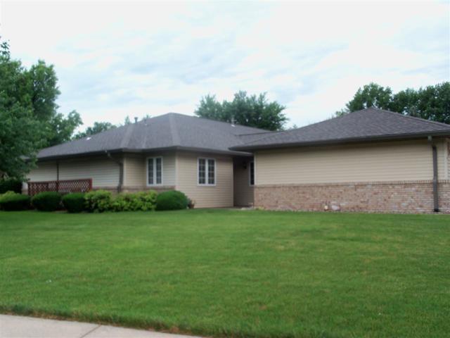 1814 Highwood, Pekin, IL 61554 (#1195626) :: Adam Merrick Real Estate