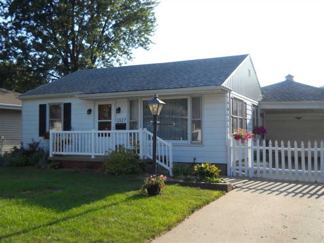 1517 Southmoor Street, Pekin, IL 61554 (#1196640) :: Adam Merrick Real Estate