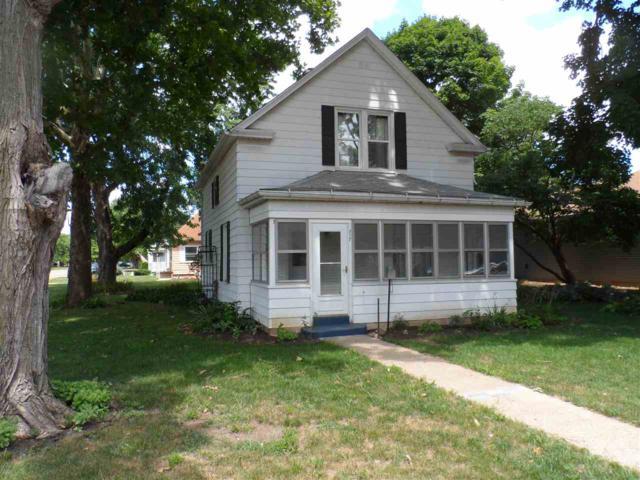 717 W Chestnut Street, Chillicothe, IL 61523 (#1197148) :: Adam Merrick Real Estate