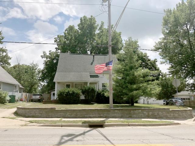 702 E Fort, Farmington, IL 61531 (#1197535) :: Adam Merrick Real Estate