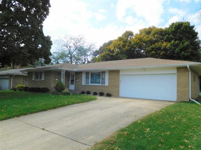 1713 St Clair Drive, Pekin, IL 61554 (#1198986) :: Adam Merrick Real Estate