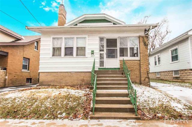 2237 N Sheridan, Peoria, IL 61604 (#1201676) :: Adam Merrick Real Estate