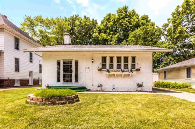 2417 N Peoria Avenue, Peoria, IL 61603 (#PA1205528) :: Adam Merrick Real Estate