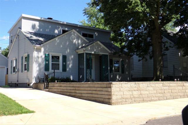 1002 S 13TH Street, Pekin, IL 61554 (#PA1205907) :: Adam Merrick Real Estate