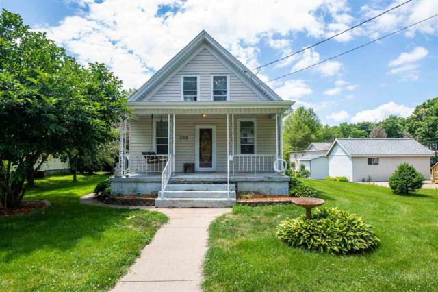 302 S Pine Street, Washington, IL 61571 (#PA1206952) :: The Bryson Smith Team
