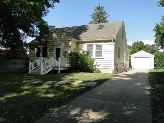611 Memorial Drive, Macomb, IL 61455 (#PA1207140) :: Adam Merrick Real Estate