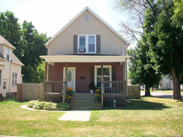 102 E Vine Street, Canton, IL 61520 (#PA1207677) :: Adam Merrick Real Estate