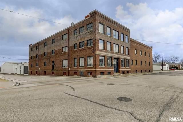 200 E Douglas, Jacksonville, IL 62650 (#CA998469) :: Killebrew - Real Estate Group
