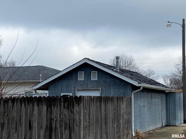 1030 W Vandeveer, Taylorville, IL 62568 (#CA1004894) :: Kathy Garst Sales Team