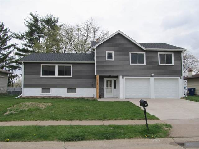 3102 Dundee Lane, Bettendorf, IA 52722 (#QC4220390) :: Nikki Sailor | RE/MAX River Cities