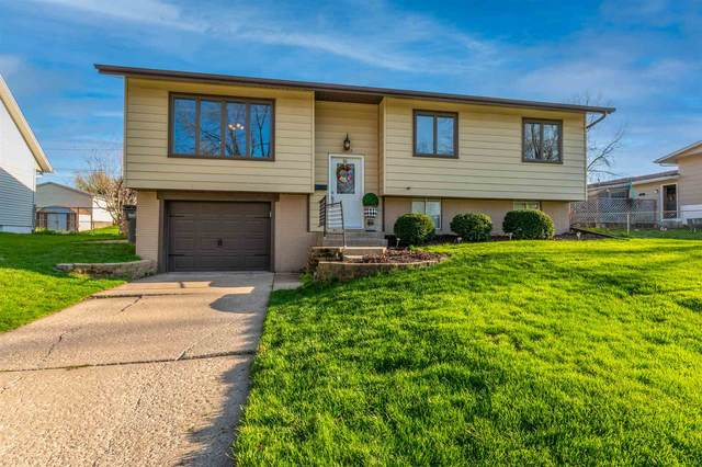 1809 Providence Drive, Bettendorf, IA 52722 (#QC4220497) :: Nikki Sailor | RE/MAX River Cities