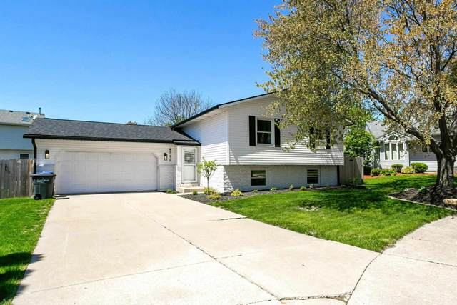 4710 Lockwood Court, Bettendorf, IA 52722 (#QC4221332) :: Nikki Sailor | RE/MAX River Cities