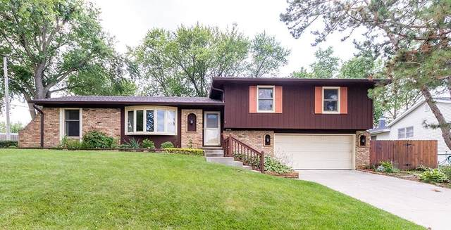 3942 Rolling Hills Drive, Bettendorf, IA 52722 (#QC4222301) :: The Bryson Smith Team