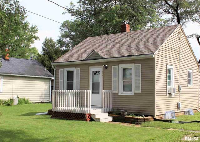 304 32ND Avenue, Moline, IL 61265 (#QC4224175) :: RE/MAX Professionals