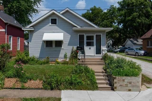 1815 15TH Avenue, Moline, IL 61265 (#QC4224440) :: Killebrew - Real Estate Group