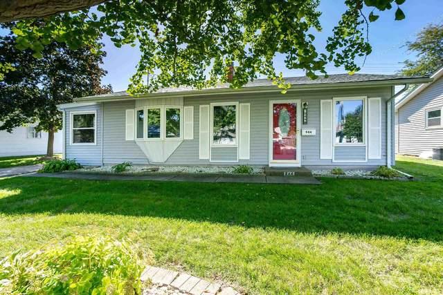 944 38TH Avenue, East Moline, IL 61244 (#QC4227548) :: Paramount Homes QC