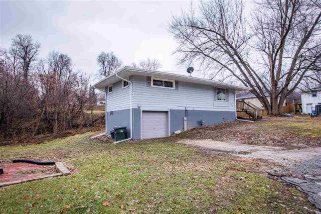 102 Amy, Muscatine, IA 52761 (#QC4198975) :: Adam Merrick Real Estate