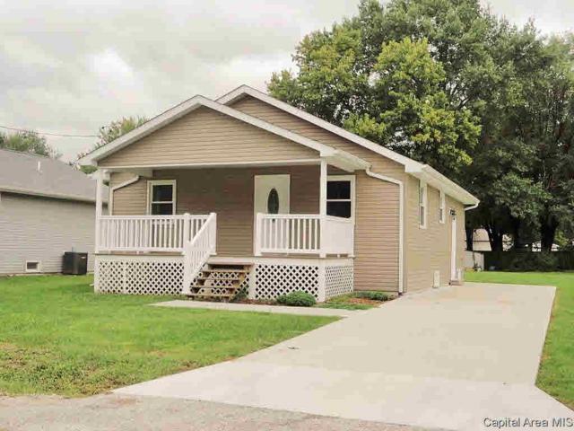 817 E Cleveland St, Taylorville, IL 62568 (#CA192750) :: Adam Merrick Real Estate