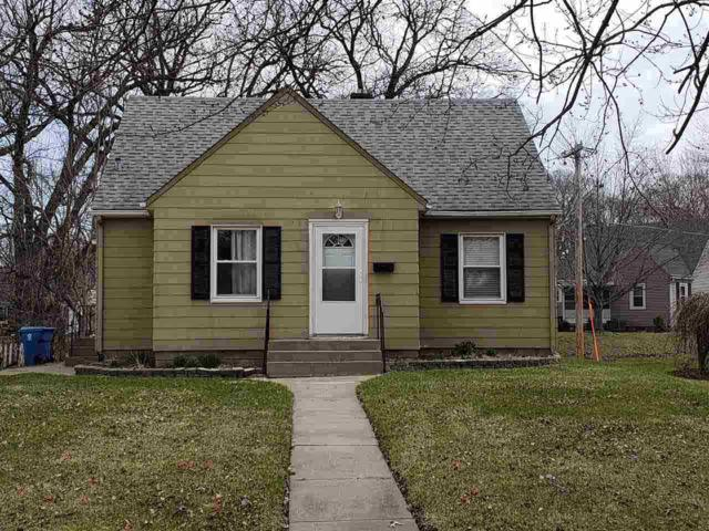 2016 9TH ST CT Street Court, East Moline, IL 61244 (#QC4203444) :: Adam Merrick Real Estate