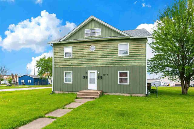 2203 6TH, Moline, IL 61265 (#QC4203899) :: Adam Merrick Real Estate