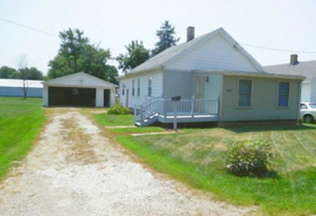 644 E Vernon, Farmington, IL 61531 (#1195197) :: Adam Merrick Real Estate