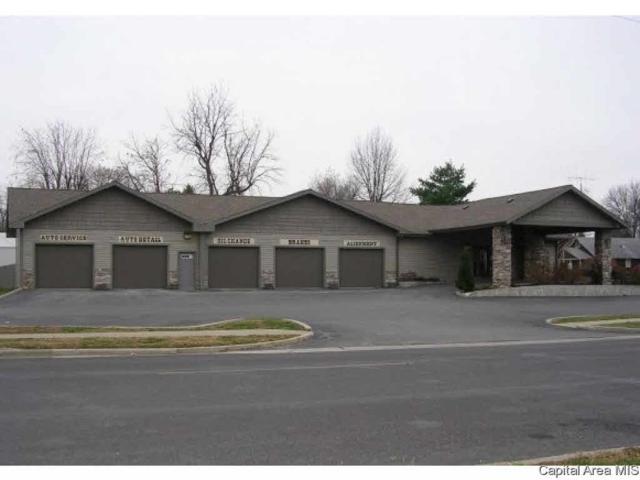948 N Main St, Jacksonville, IL 62650 (#CA187596) :: Adam Merrick Real Estate