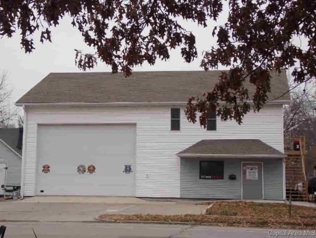 215 N 3RD, Girard, IL 62640 (#CA191036) :: Adam Merrick Real Estate