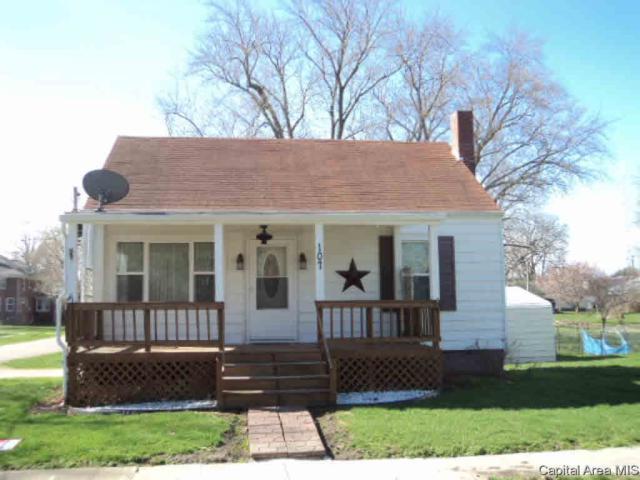 107 E Woods, Avon, IL 61415 (#CA190942) :: Adam Merrick Real Estate