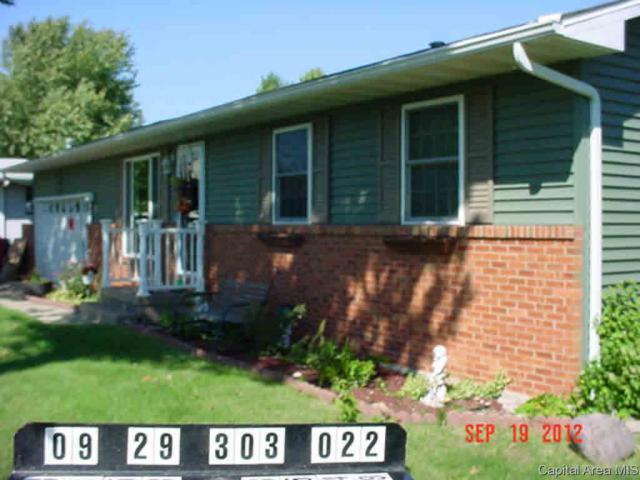 1002 Pioneer, Jacksonville, IL 62650 (#CA191288) :: Adam Merrick Real Estate