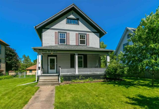 2207 Iowa, Davenport, IA 52803 (#QC4203873) :: Adam Merrick Real Estate