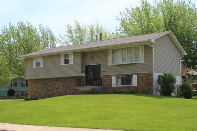1706 W Thames Drive, Peoria, IL 61614 (#1191481) :: Adam Merrick Real Estate
