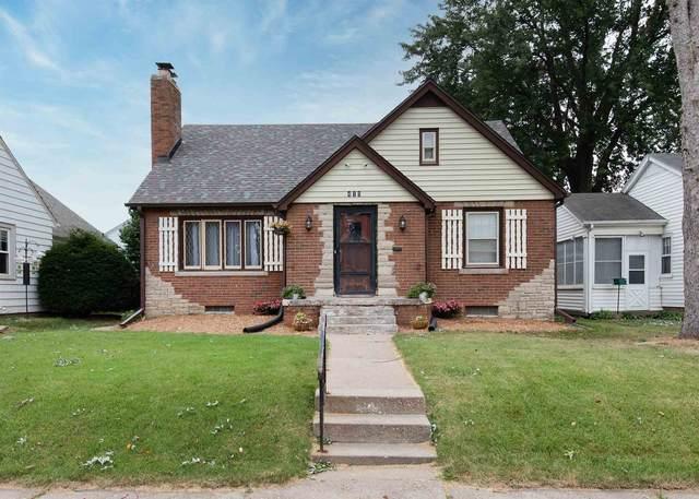 415 W Garfield Street, Davenport, IA 52803 (#QC4225329) :: RE/MAX Preferred Choice
