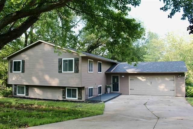 310 Valley Ridge Drive, Blue Grass, IA 52726 (#QC4225975) :: RE/MAX Preferred Choice