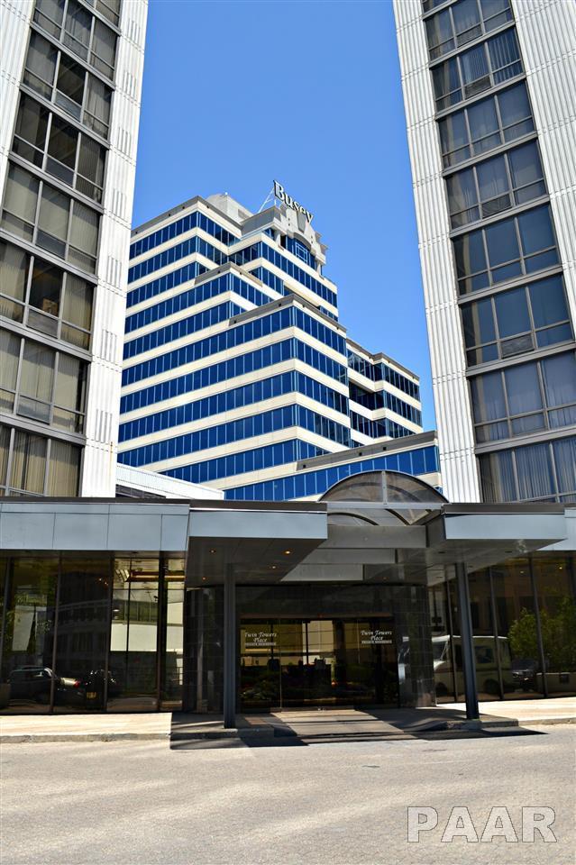 123 SW Jefferson Avenue 18E, Peoria, IL 61602 (#1170081) :: Adam Merrick Real Estate