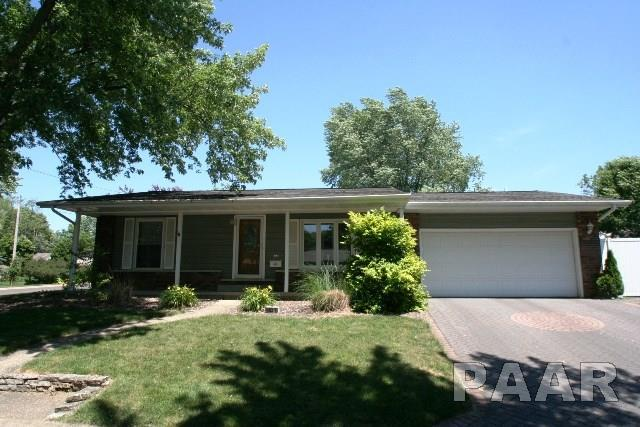 403 S Tazewell, Mackinaw, IL 61755 (#1184735) :: Adam Merrick Real Estate