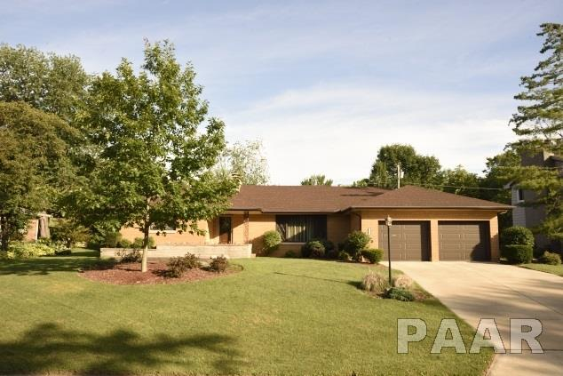 906 W Fairlawn Place, Peoria, IL 61614 (#1185260) :: RE/MAX Preferred Choice