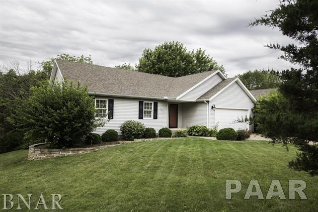 562 Heritage, Mackinaw, IL 61755 (#1185406) :: Adam Merrick Real Estate