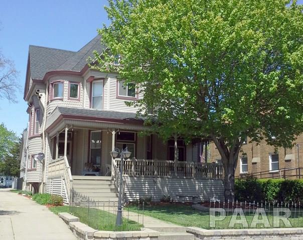 251 E Chestnut Street, Canton, IL 61520 (#1186992) :: Adam Merrick Real Estate
