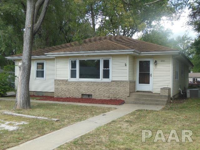 4221 S Fairview Drive, Bartonville, IL 61607 (#1187630) :: Adam Merrick Real Estate